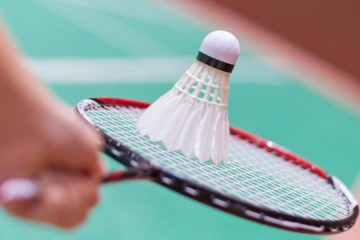 Comment bien débuter en badminton ?